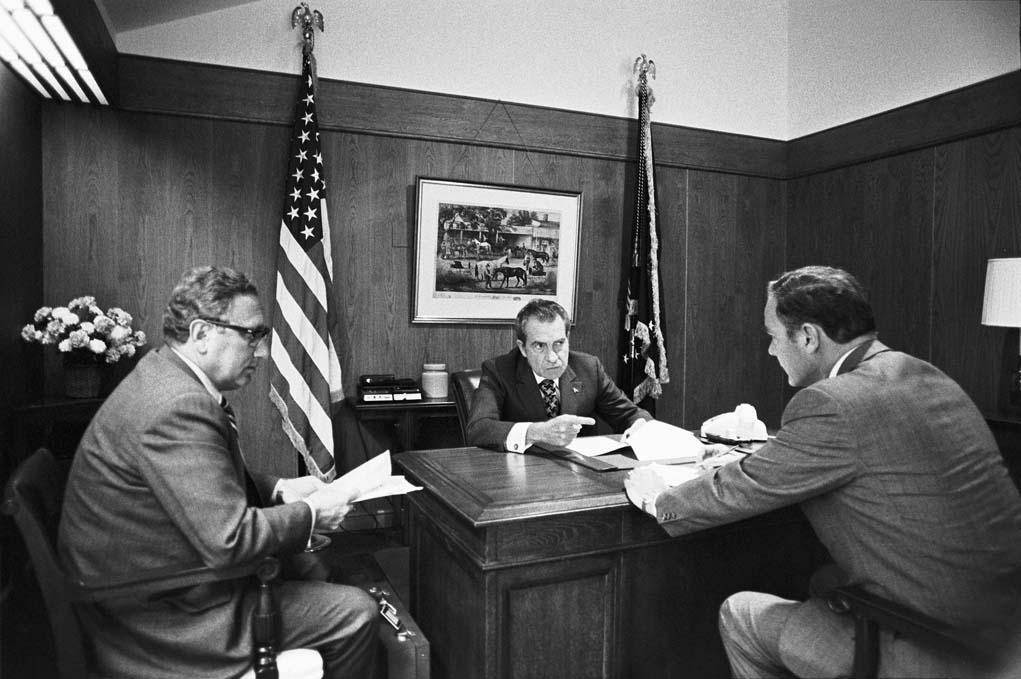 http://3.bp.blogspot.com/-bLtBnG9DMeI/Veh7P18sdII/AAAAAAAAAP8/-aVF6ct2lW8/s1600/D0981-13_RN_Haig_Kissinger.jpg