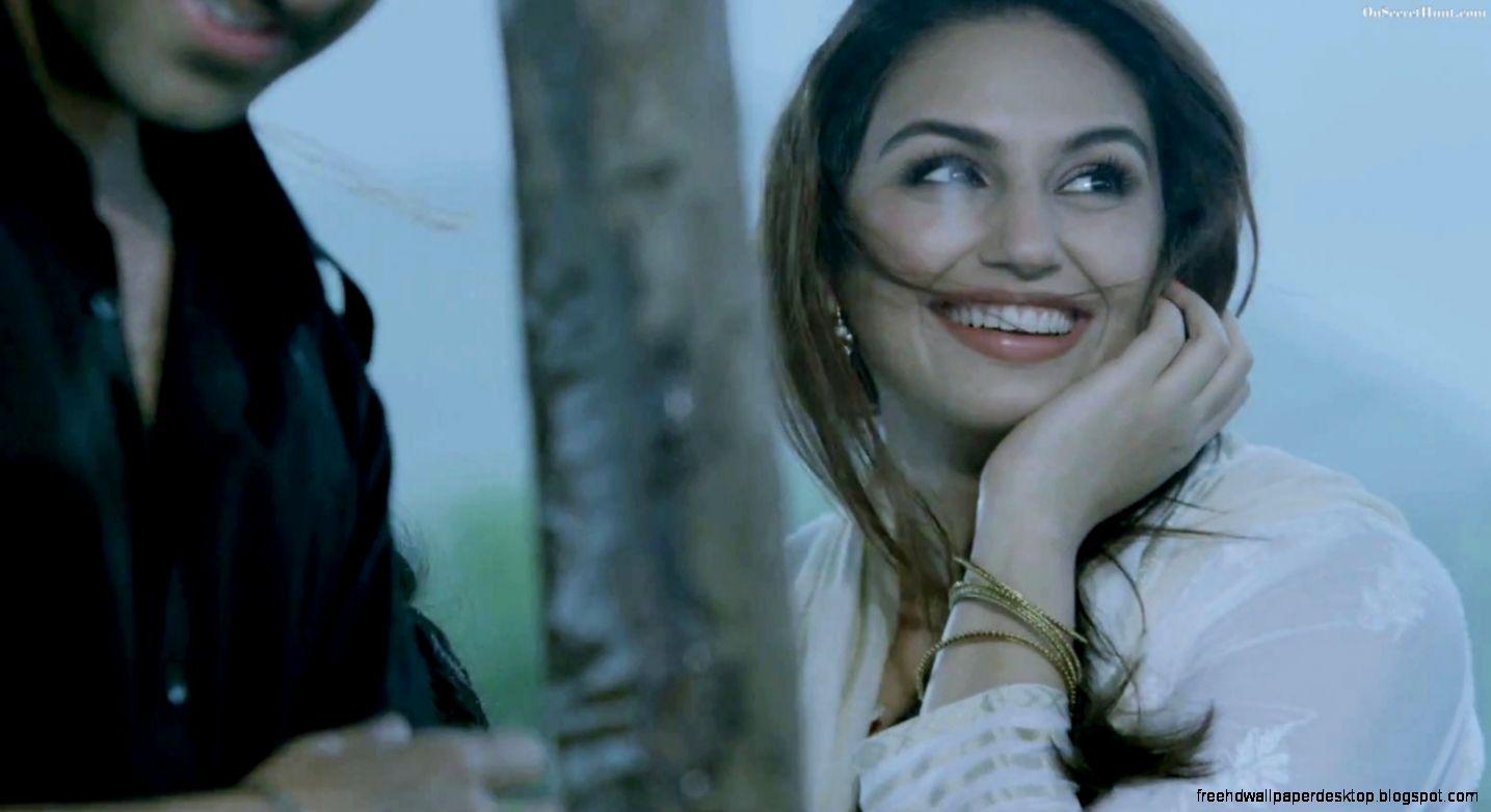 Smiling Huma Qureshi  On Secret Hunt