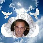 En memoria  de mi hijo amado Adrián. Eres amado. Te amo