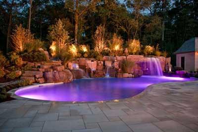 Kolam dengan Warna Ungu