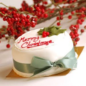 Christmas cake decoration with leaves design and Merry Christmas lettering on it photo