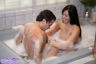 Foto Hot, Asyek dimanja Tante Di kamar mandi