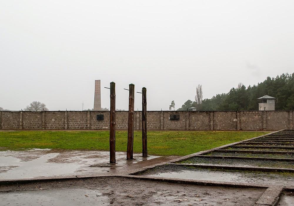 Sachsenhausen hanging poles