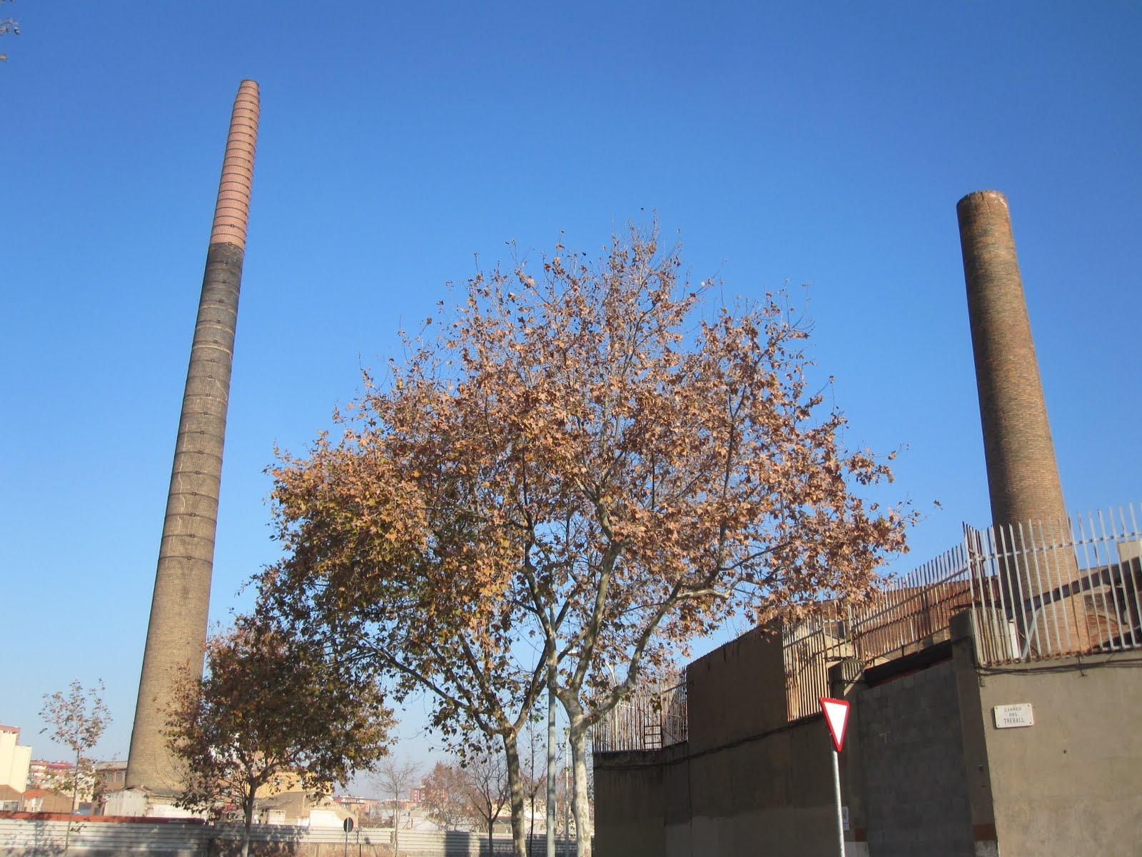 Tot barcelona la chimenea m s alta de sant mart de proven als - Chimeneas barcelona ...