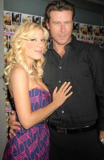 Tori Spelling's husband Dean McDermott gave her a 3-carat diamond ring to mark their seventh wedding anniversary