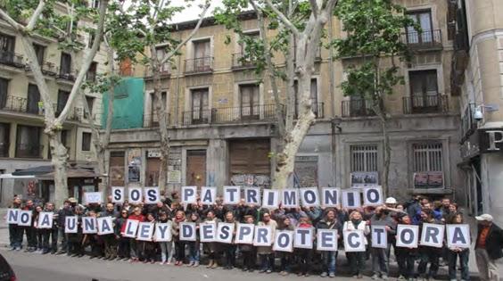 protesta ciudadana delante de palacio fotografa de abc
