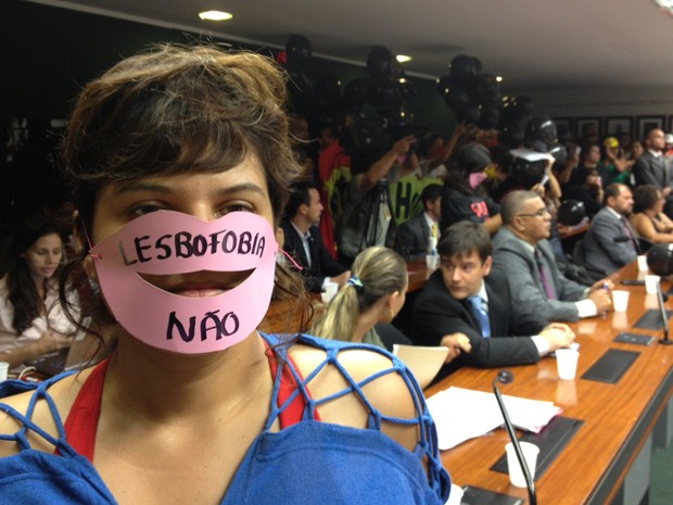Manifestantes protestam contra eleição de deputado pastor do PSC para a presidência da Comissão de Direitos Humanos da Câmara (Foto: Murilo Salviano)