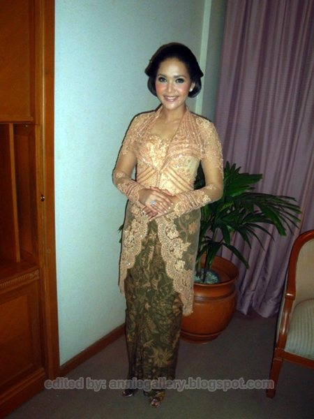 Model Kebaya Maia Keraton Solo
