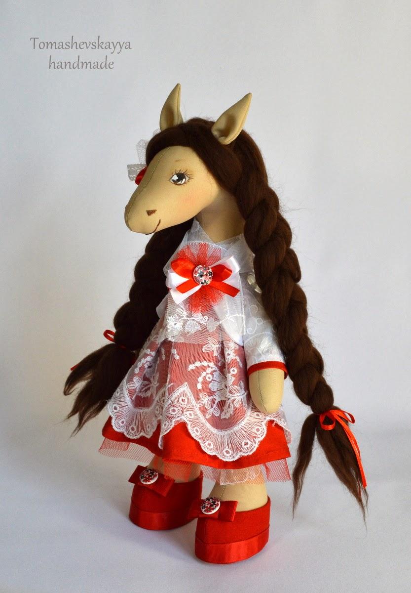 Лошадка текстильная. Картинка лошадка мультяшная. Игрушка лошадка.