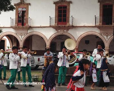 Banda de Viento en la Plaza Vasco de Quiroga en Pátzcuaro, Michoacán