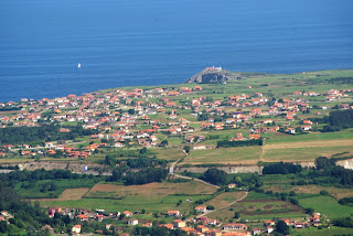 Cudillero, Ruta de Las brañas vaqueiras, vista de Oviñana