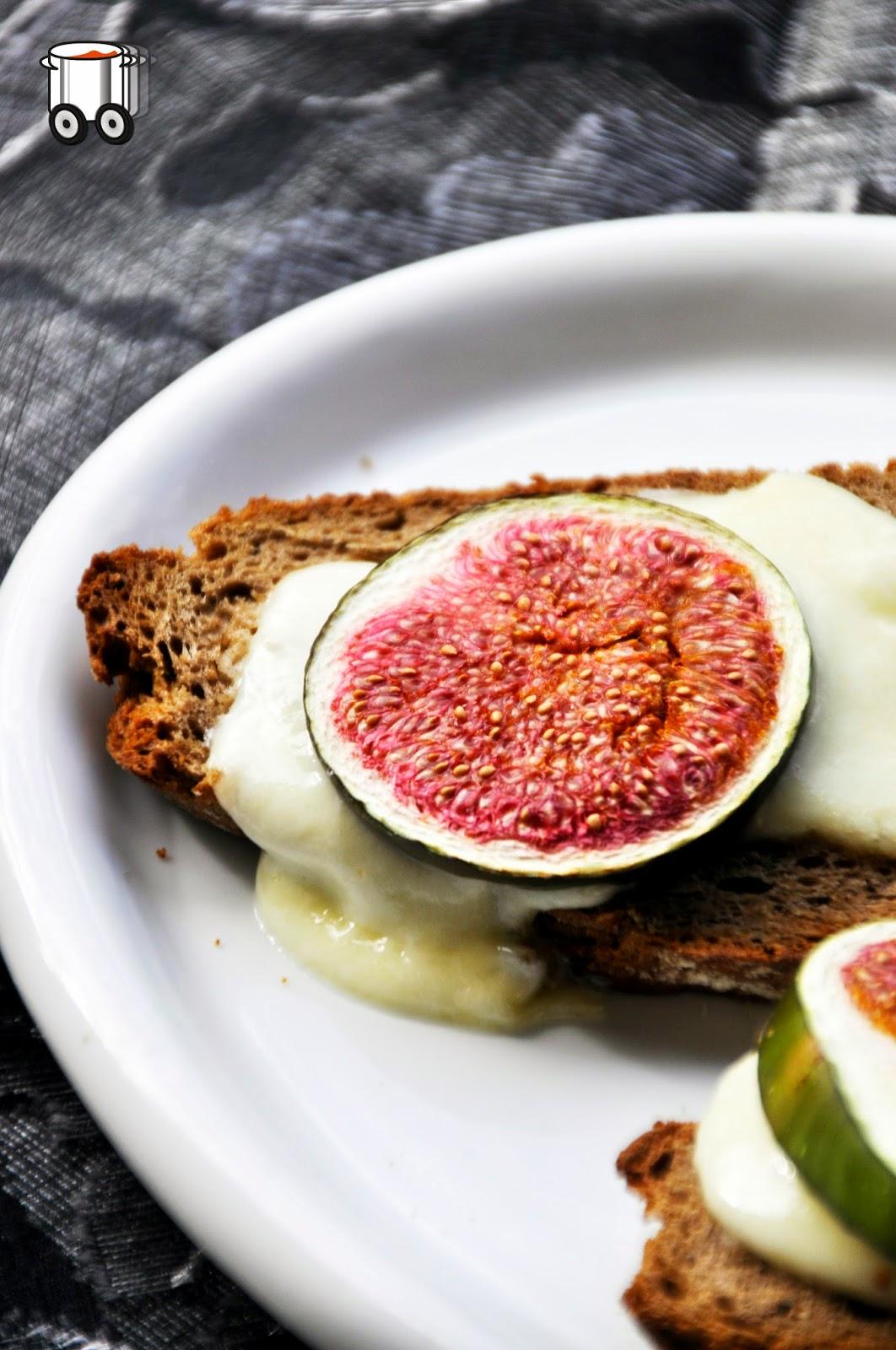 Szybko Tanio Smacznie - Grzanki z mozzarellą i figami