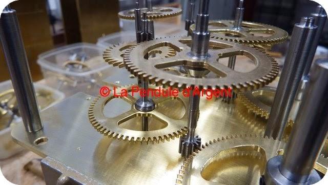 Production d'un mécanisme d'horloge, les platines et le rouage Platine14