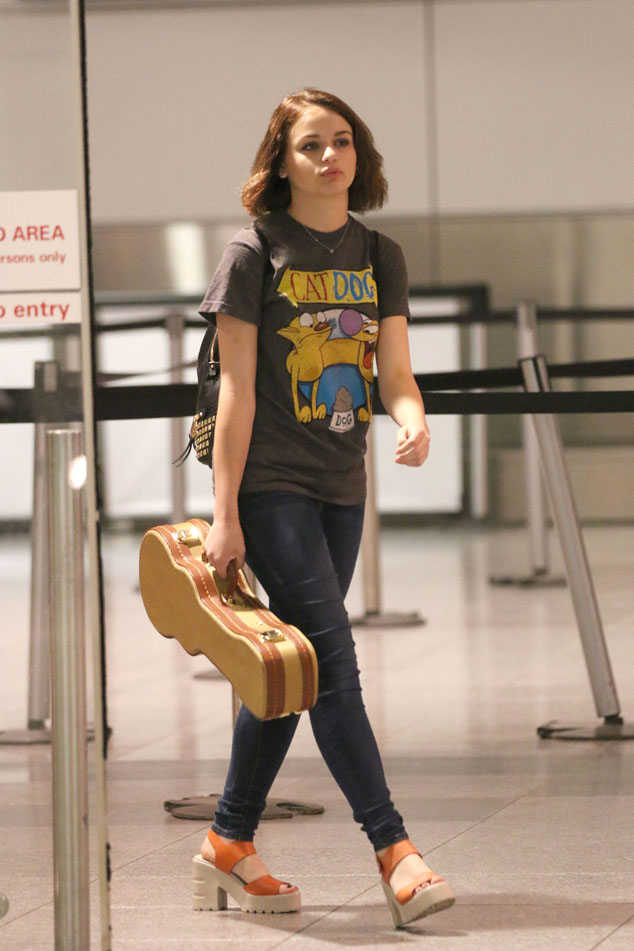 Celebrity Street Style: Joey King At Montreal Airport