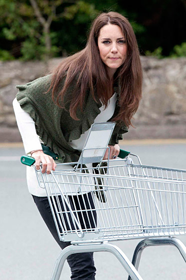 kate middleton with black skinny jeans and green sweater