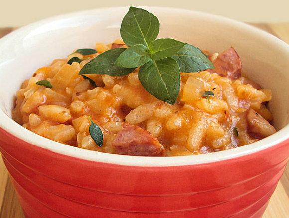 http://www.panelaterapia.com/2012/09/risotto-de-tomate-e-calabresa.html