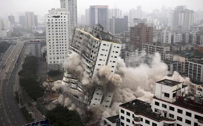 bangunan diruntuhkan