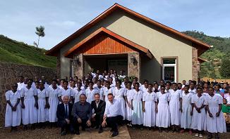 79 de suflete au primit botezul în Rubuguri, Uganda. Botezul a fost oficiat de pastor Gabi Zăgrean