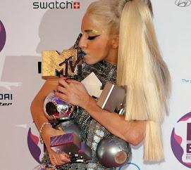 VOTA por Lady Gaga en los EMA 2016