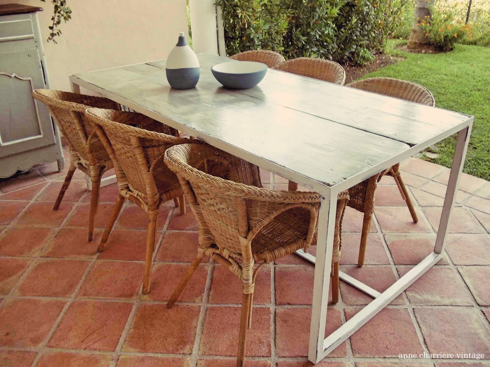 anne charriere vintage, mesa tableros encofrados,