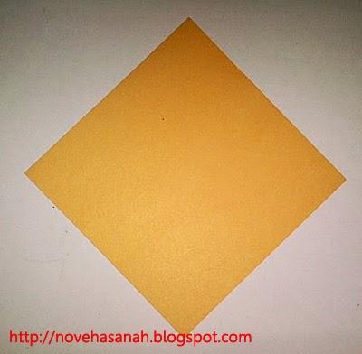 sediakan kertas origami ukuran besar untuk membuat wajah binatang serigala
