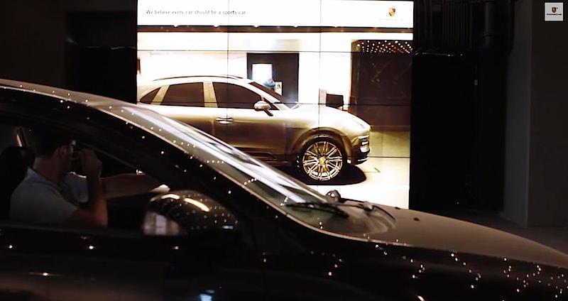 【動画】どんな車でもポルシェにしてしまう魔法の鏡がスゴい!