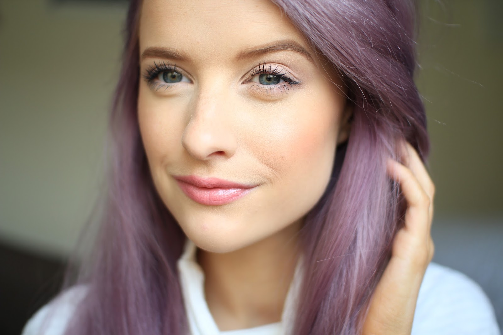 Chanel Rouge Coco Shine in Romance - Inthefrow