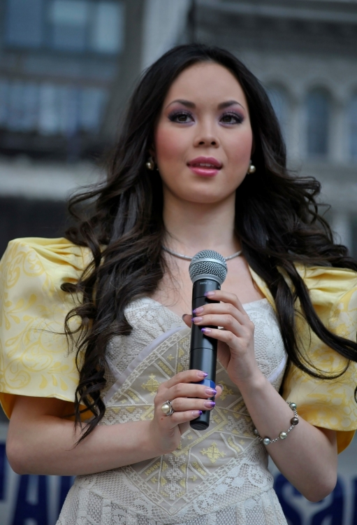 Breaking News: Fil-Am Actress Anna Maria Perez de Tagle Joins The Jonas Brothers in the Philippines, 10/19-20