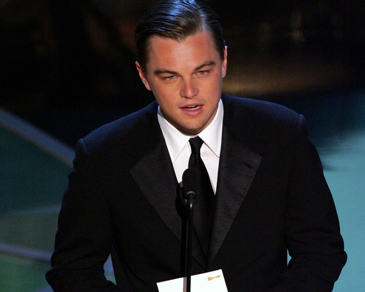 http://3.bp.blogspot.com/-bQYUwpAJQ2E/UO6FsbYd2CI/AAAAAAAAH9I/zndsVS7EKcc/s1600/Leonardo+DiCaprio82.jpg