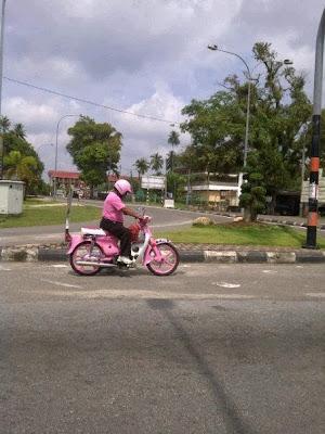 Gambar Pelik & Kelakar Naik Motosikal