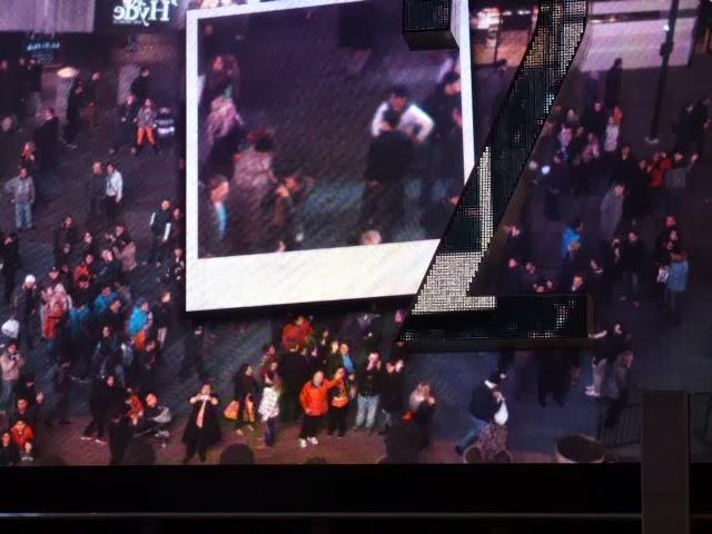 No todos los días sale uno en Times Square, inmortalizando el recuerdo.