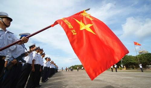 Lễ chào cờ thiêng liêng trên quần đảo Trường Sa