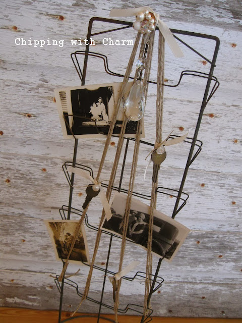 Chipping with Charm: Photo Holder Christmas Tree...http://www.chippingwithcharm.blogspot.com/