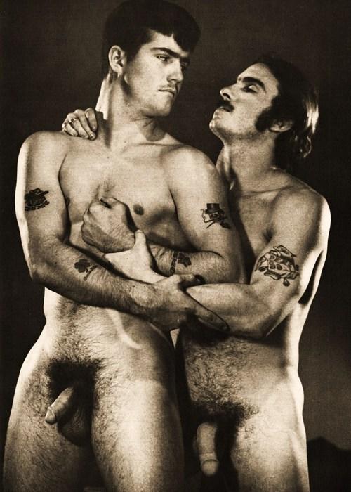 Порно геи онлайн ретро фото 664-669