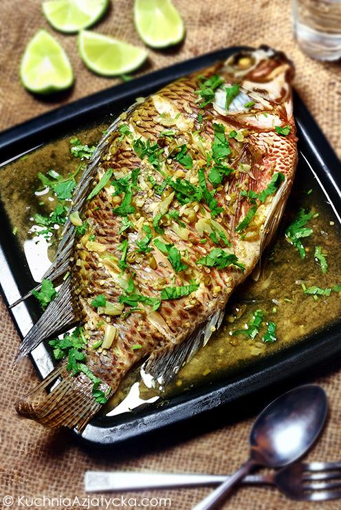 Parowana ryba z chili i limonkami © KuchniaAzjatycka.com