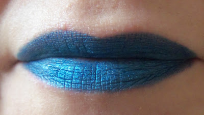 Lips: L'Oreal Color Riche Le Khôl in Azure blue