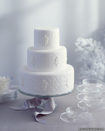 From White to Ivory Textures Beautiful white and ivory wedding cakes