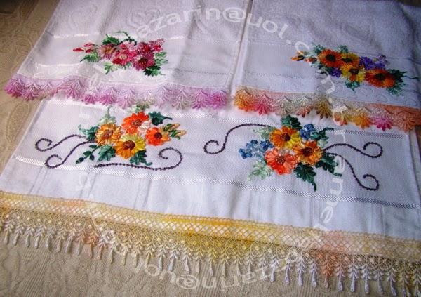 decoracao toalha lavabo:Toalha de Lavabo bordada com flores de fitas em cetim e Toalha de