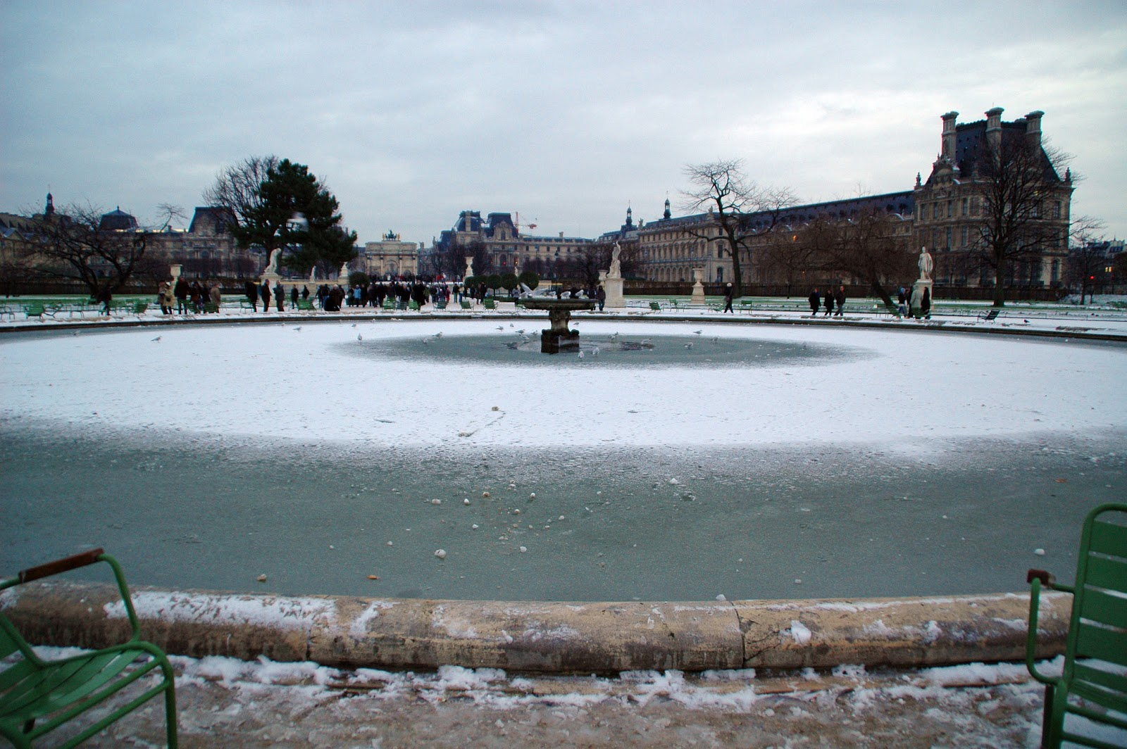 Paris and beyond jardin des tuileries en hiver for Paris tuileries
