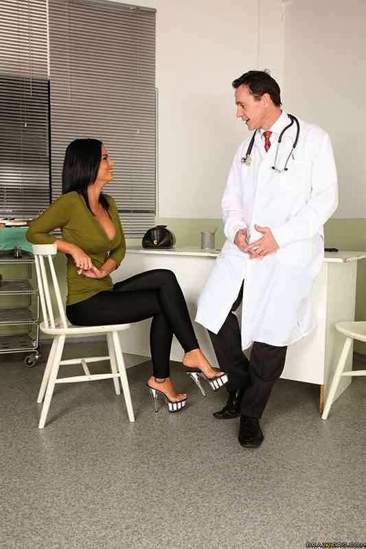 Порно фото у докторши 130