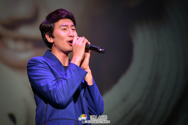 Kwang Soo open the show with his singing Lee Kwang Soo Fan Meeting in Malaysia