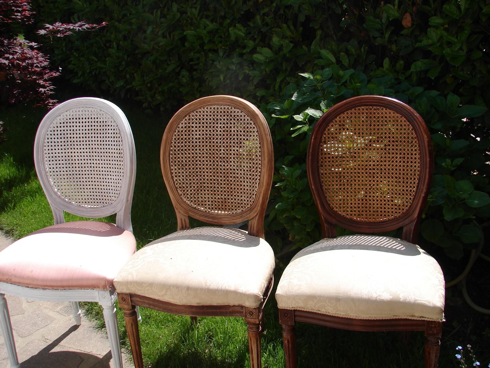 Ho dipinto la sedia con lo smalto opaco avorio e ho tolto con una carta vetrata molto fine un p² di colore qua e l per renderla pi¹ vissuta