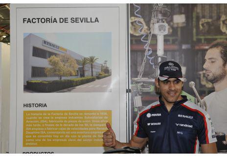 Pastor Maldonado en la Factoría Renault de Sevilla