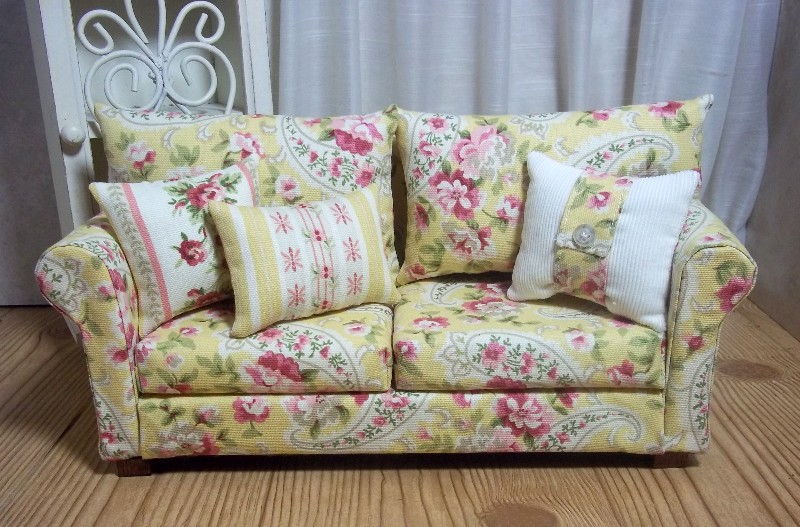 Shabby Chic Sofas Shabby Chic Sofa Slipcovered With