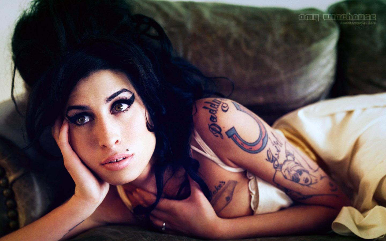 http://3.bp.blogspot.com/-bTQen-Scw00/TitmY9FS7II/AAAAAAAABBg/s5KEqYCdihc/s1600/Amy_Winehouse_Widescreen_211200834740Pm911.jpg