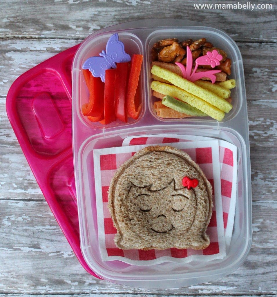 A happy lunch for my little girl in Easylunchboxes - mamabelly.com
