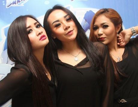 http://dangstars.blogspot.com/2014/02/nyanyikan-ulang-oplosan-trio-macan-ingin-bisnis-rbt.html