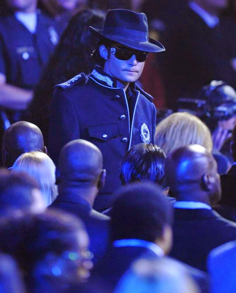 Актер Кори Фельдман костюм Майкла Джексона,  Лучшие и худшие наряды знаменитостей 2014