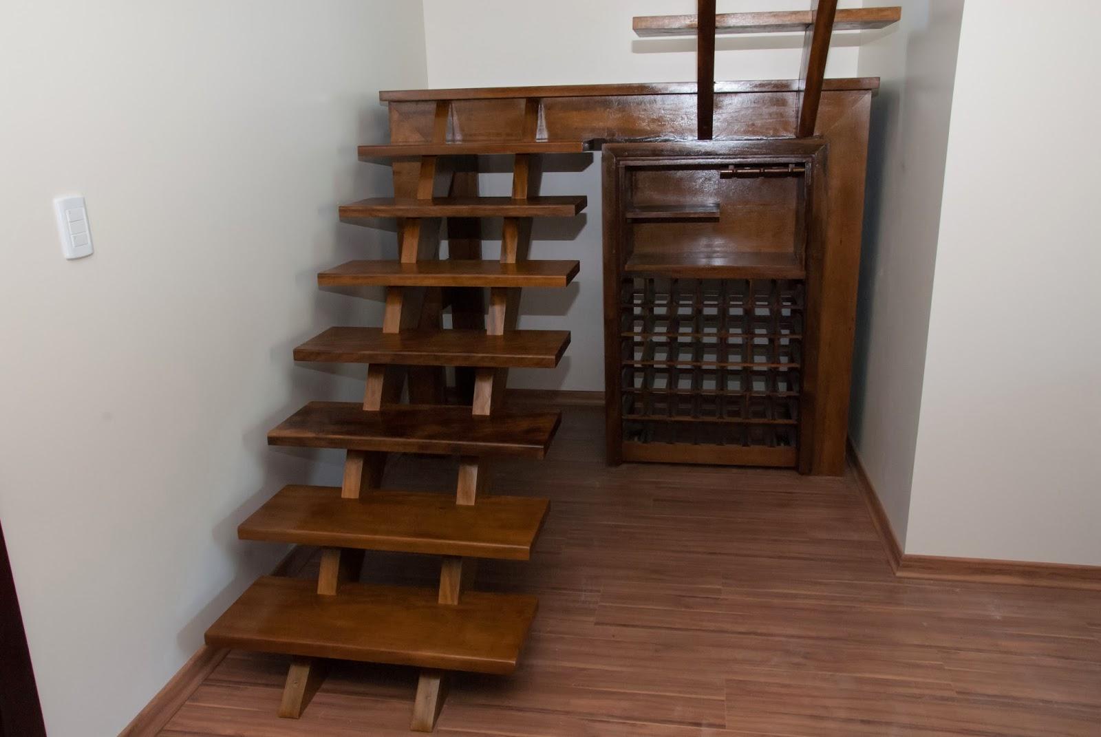 ARTEZZINI Arte em Madeira: Escada com Adega Sob Medida para  #362016 1600x1071