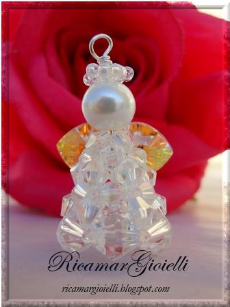 Angelo realizzato con bicono,cuori swarovski e una perla 8 mm